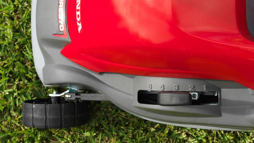 Honda HRE-Rasenmäher, Nahaufnahme des Hebels zur Schnitthöheneinstellung.