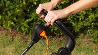 Honda HRE-Rasenmäher, Nahaufnahme von Bremsen, Gartenumgebung.