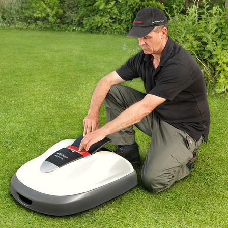 Modell, das den Miimo programmiert, Gartenumgebung.