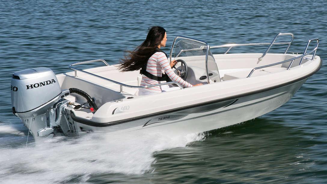 Boot mit bf30 motor einsatz nach modell an der k 252 ste