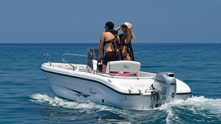 Boot mit Honda Motor, Einsatz nach Modell, an der Küste