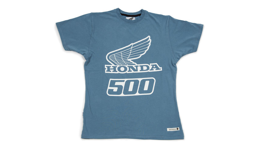 "Blaues T-Shirt mit ""500""-Design."