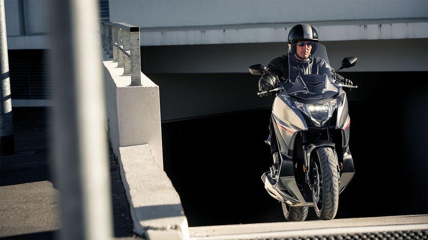 Gesamtansicht des Integra beim Fahren durch einen Tunnel