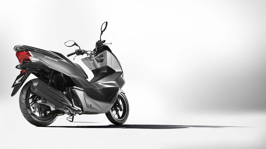 Honda-Scooter-PCX150-Studio-Moondust Silver Moondust Silver-Metallic-Statisch