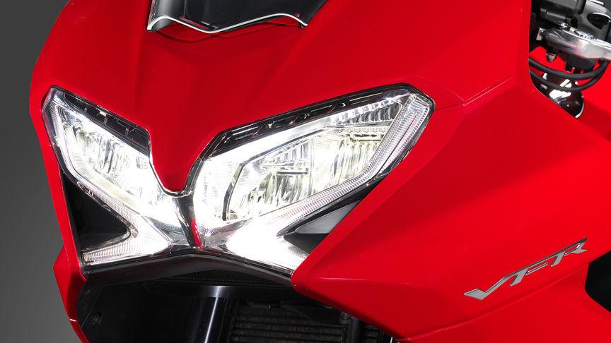 Honda-VFR800F-Tourer-Studio-Victory-Rot-Scheinwerfer
