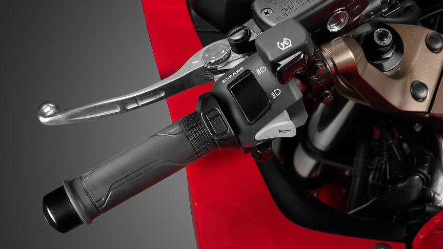 Honda-VFR800F-Tourer-Studio-Victory-Rot-Stauraum unter dem Sitz