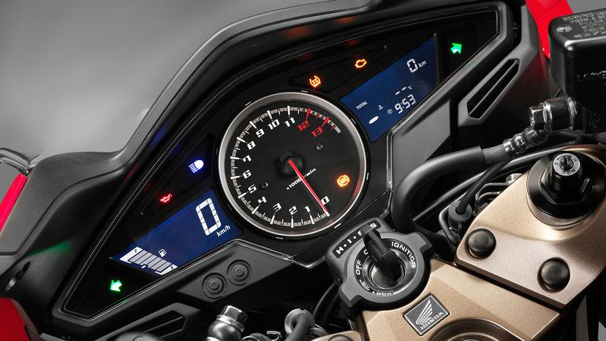 Honda-VFR800F-Tourer-Studio-Victory-Rot-Instrumenteneinheit
