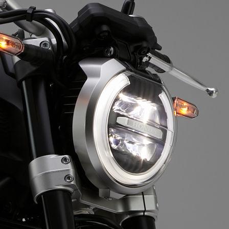 Nahaufnahme des Scheinwerfers einer Honda CB1000R Neo Sports Café